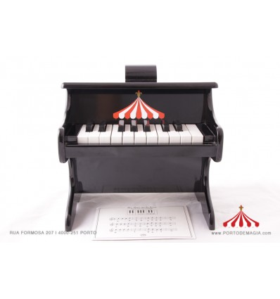 Piano preto em madeira