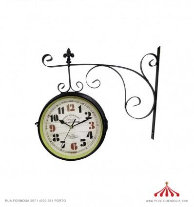 Relógio de Estação em Metal