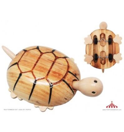 Tartaruga em madeira com rodas