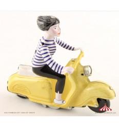 Rapariga na Scooter