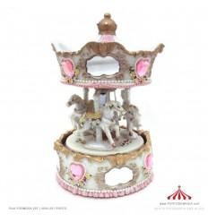 Carrossel branco e rosa com espelhos