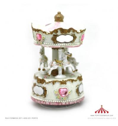 Carrossel pequeno branco e rosa com espelhos