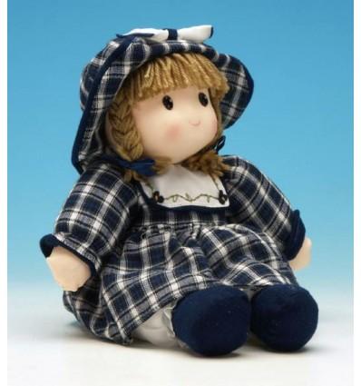 Boneca com chapéu azul de pano