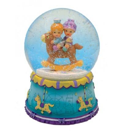 Bola de Neve com Meninos num cavalinho