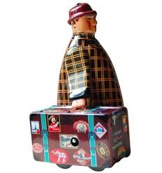 Homem com mala castanho em chapa