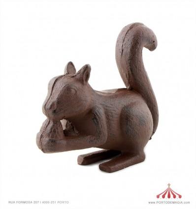 Esquilo em ferro