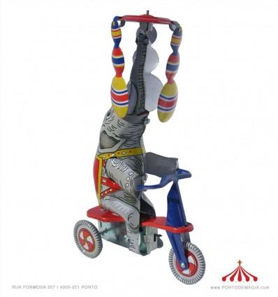 Elefante de triciclo em chapa
