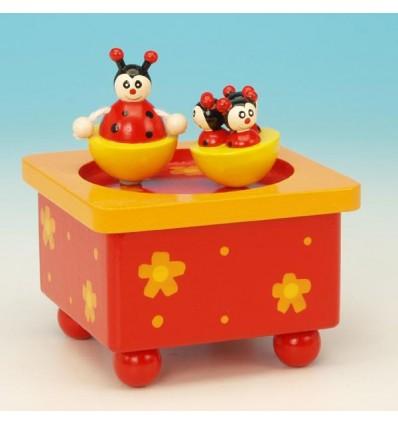 As joaninhas na caixa de musica em madeira