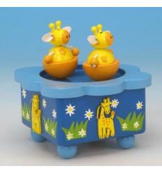 As girafas na caixa de musica em madeira