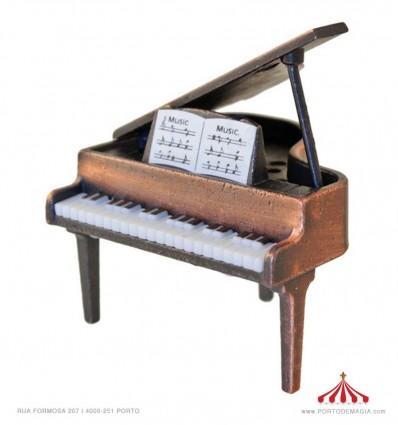 Piano com pauta musical 1:144